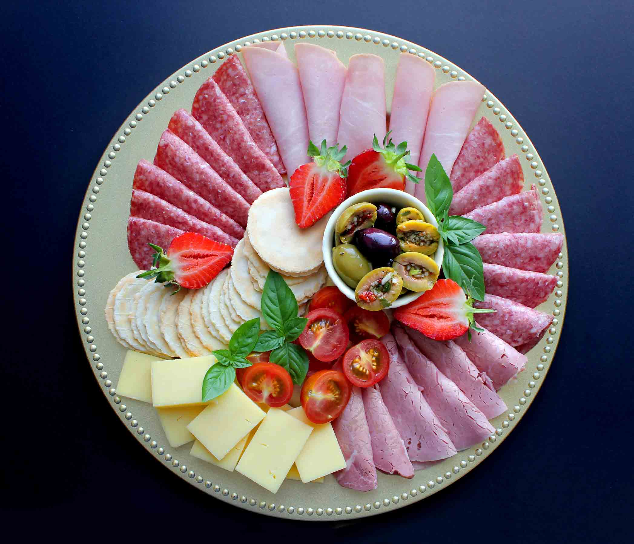 flat-lay-party-food-deli-platter-of-antipasto-ham--WY2DQY8